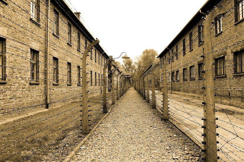 アウシュヴィッツ強制収容所の路地